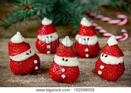 Christmas dinner party ideas for kids - strawberry santas recipe