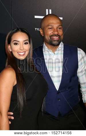 LOS ANGELES - OCT 17:  Gloria Govan, Derek Fisher at the