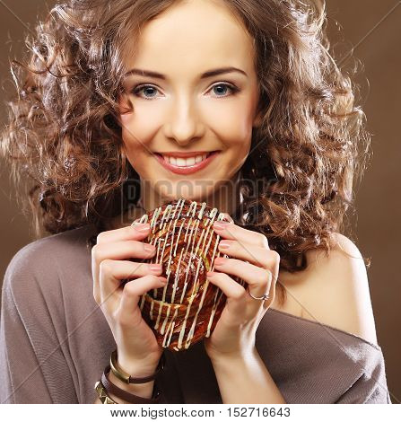 young curly woman with a cake, close up