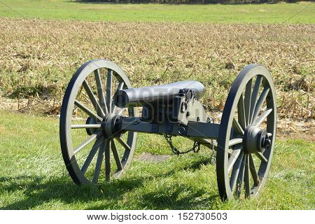 cannon stands on a battlefield in Gettysburg Pennsylvania