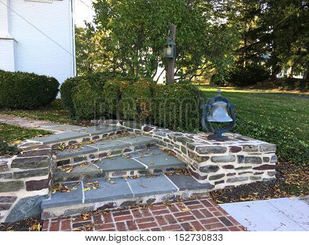 flagstone curving steps and wall in an outdoor garden