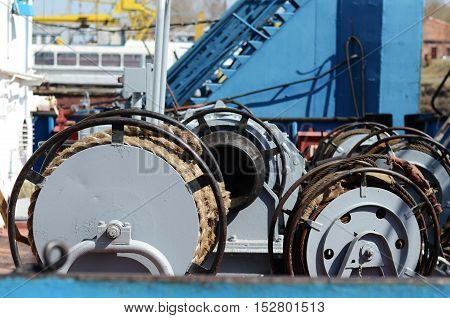 Ship ropes are wound onto the drum