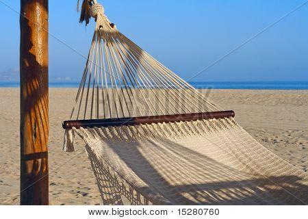 Hängematte an einem wunderschönen Strand.