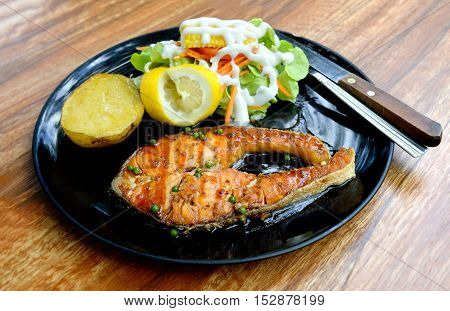 Salmon Grilled Steak With Pepper Sauce