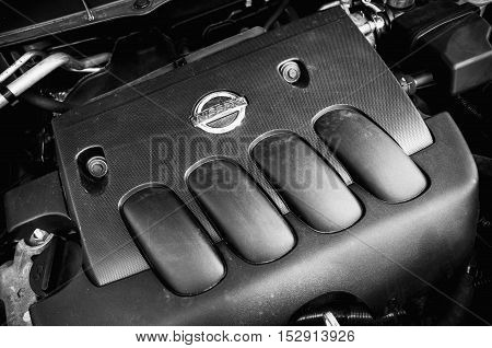 Nissan X-trail Suv Car Engine Under Oped Hood