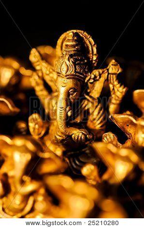 Ganesha entre negro encima de Ganesha