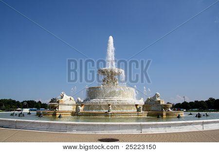 A fonte de James Scott Memorial em Belle Isle Park, Detroit, Michigan