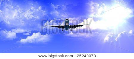 avión aterrizando con buen tiempo