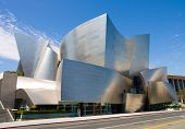 LOS ANGELES - SEPTEMBER 5: Walt Disney Concert Hall in Los Angeles, CA am 5. September 2011. Die hal