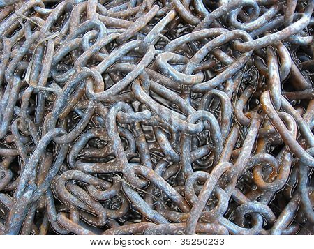 sheaf of metal chains