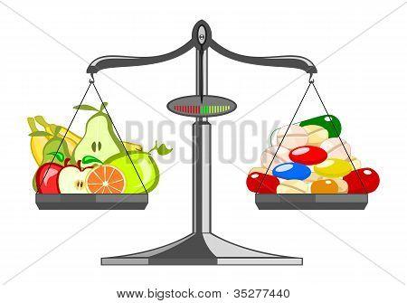 frisches Obst im Vergleich zu Haufen Tabletten