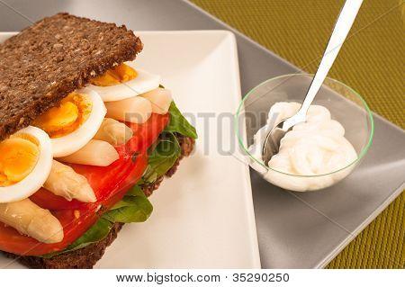 Sandwich de pan de centeno