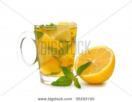 Iced tea with mint and lemon