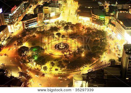 Fuente Osmena Circle At Night