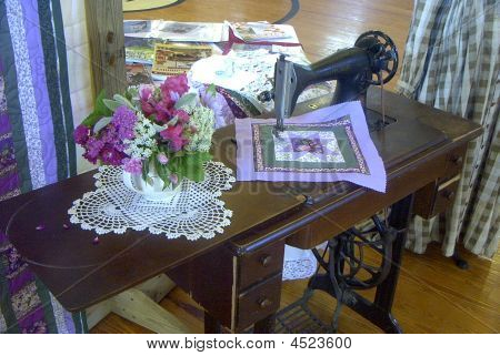 Vintage Sewing Machine Decord