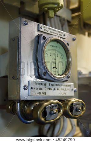 barometer in submarine