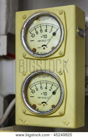 Meter of water column, a barometer