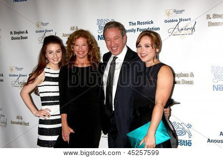 LOS ANGELES - MAY 6:  Kaitlyn Dever, Nancy Travis, Tim Allen, and Amanda Fuller arrives at the 2013