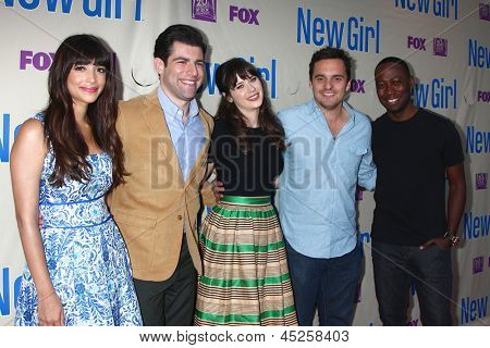 LOS ANGELES - APR 30:  Hannah Simone, Max Greenfield, Zooey Deschanel, Jake Johnson, Lamorne Morris arrive at An Evening with
