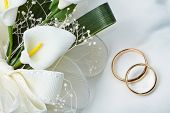 picture of calla  - a couple of Wedding rings with calla bouquet - JPG