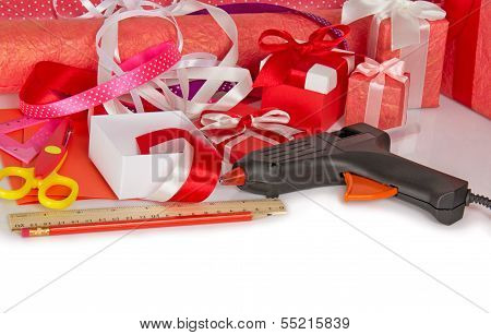 Accessories to packing of gifts