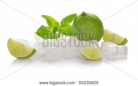 Ice cubes, lime, mint