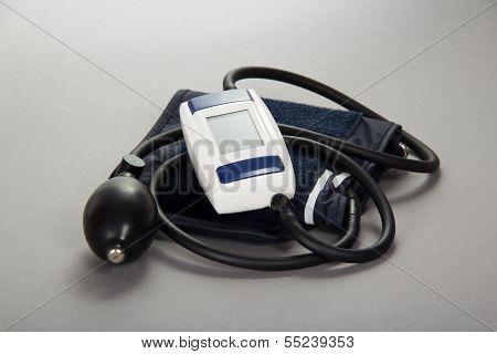 Digital tonometer