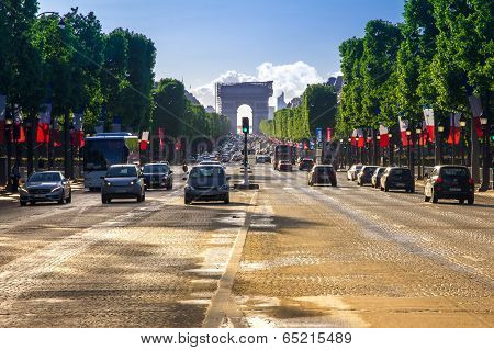 PARIS - MAY 11: Arc De Triomphe Paris Afternoon  on 11 may 2014.