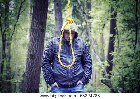 The noose before the man in the dark woods