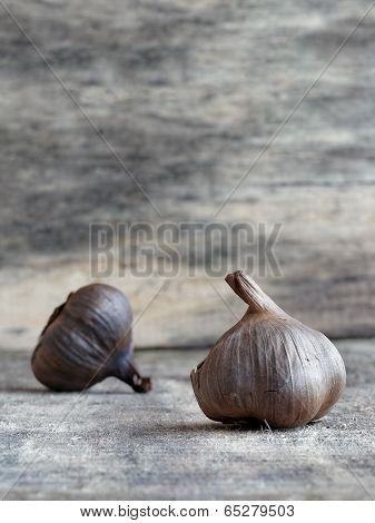 Fermented black garlic bulbs