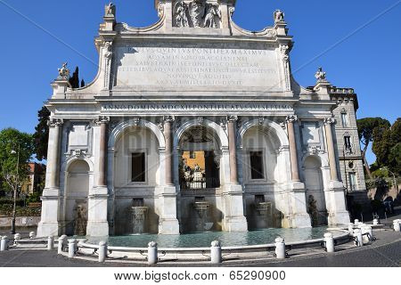 Big fountain in Rome