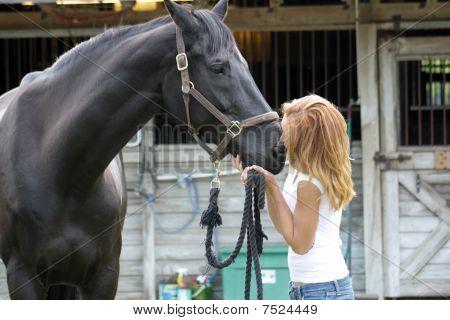 Hermosa pelirroja con su caballo (5)