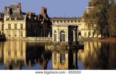 palais de fontainebleu paris ile de france