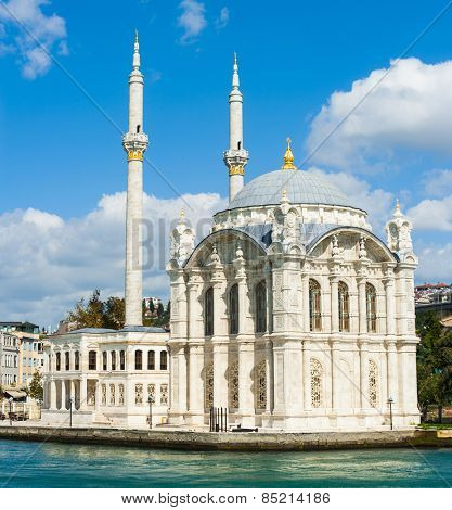 Beautiful Ortakoy Mosque seen from the Bosphorus. The mosque was built in the 19th century by sultan Abdulmecid. Istanbul, Turkey