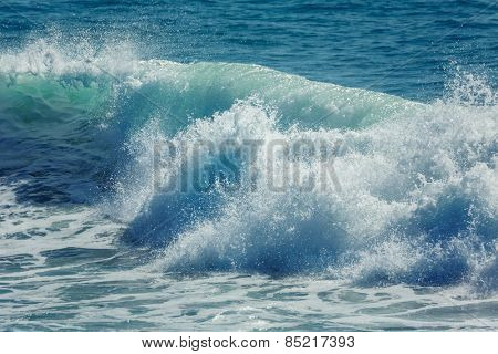 Ocean wave crashing