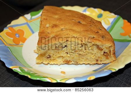 Pie with dried fruits