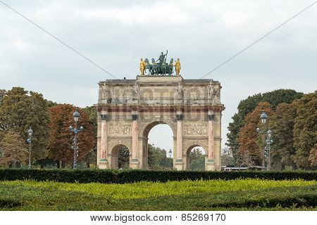 Paris - Triumphal Arch (Arc de Triomphe du Carrousel) at Tuileries.