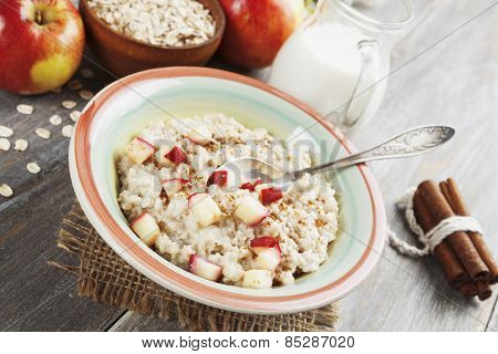 Porridge With Cinnamon And Caramelized Apples