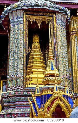Blue  Gold    Temple   In   Bangkok  Thailand Incision Of The Temple