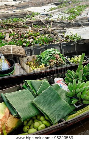 Indonesia - Floating Market In Banjarmasin