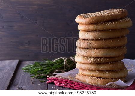 Flat bread with sesame seeds