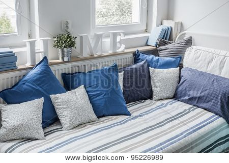White And Blue Bedding Set