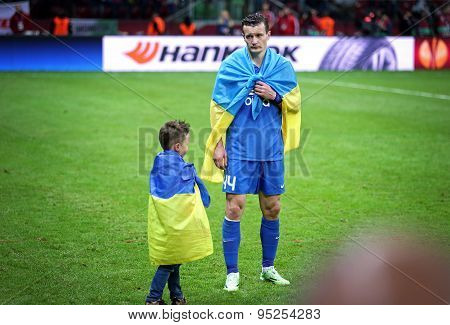 Artem Fedetskiy And His Son React After Fc Dnipro Loses The Final