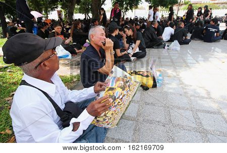BANGKOKTHAILAND : Crowds of Thai people come for singing the anthem His Majesty King Bhumibol at Sanam Luang of the Royal Palace to pay respect on October 22 2016