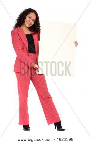 Mulher de negócios, mantendo um cartão branco