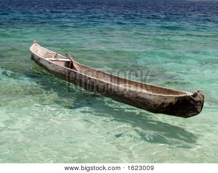 canoe on cristal clear tropical water