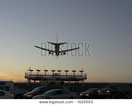Commercial Jet_Evening Landing