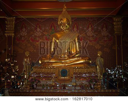 Ang Thong - Thailand December 18 2016 : Buddha in the Wat Phra Khun Inthapramun The majority of the field Pho Reclining Buddha. The district Inthapramun.
