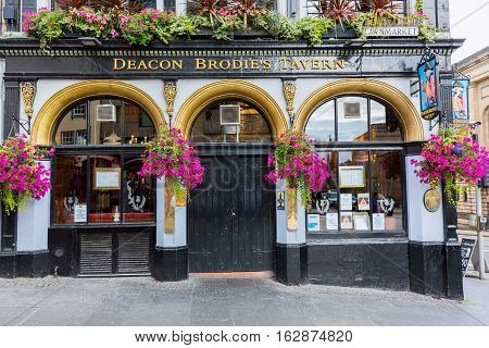 Deacon Brodies Tavern On The Royal Mile In Edinburgh, Scotland