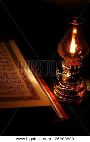 Corán y la linterna
